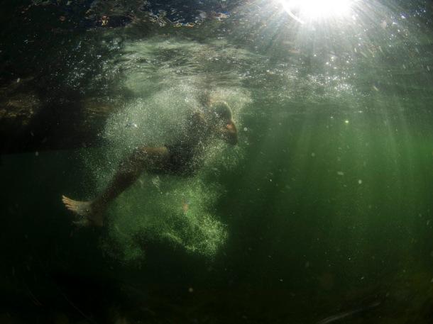 diving river